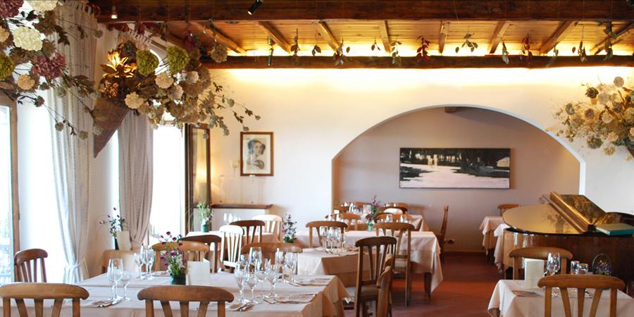 Interni dell 39 architetto ristorante sul lago di castel for Architetto di interni roma
